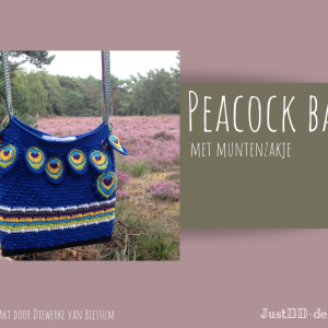 Peacock bag crocheted by Diewerke van Biessum